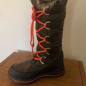 Guess snow boots